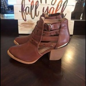 Cognac ankle boots never worn size 7.5